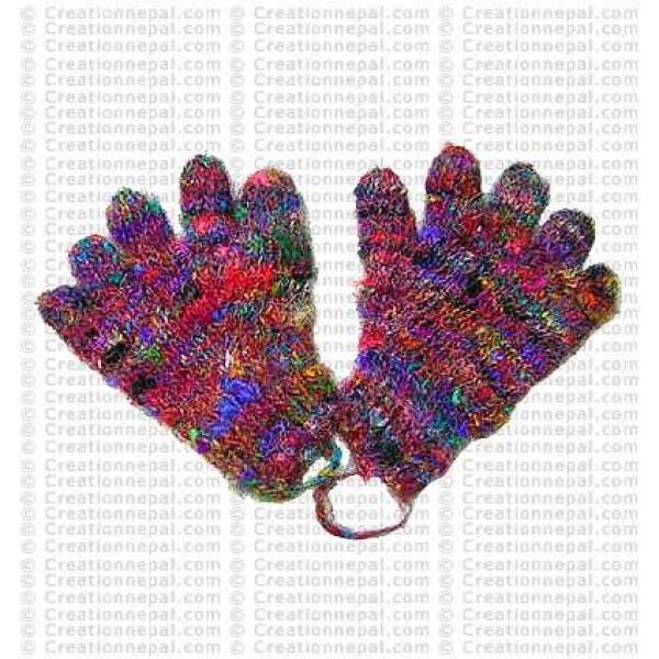 Recycled silk finger gloves