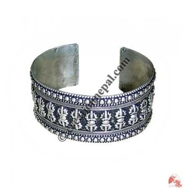 White-metal wide bangle1