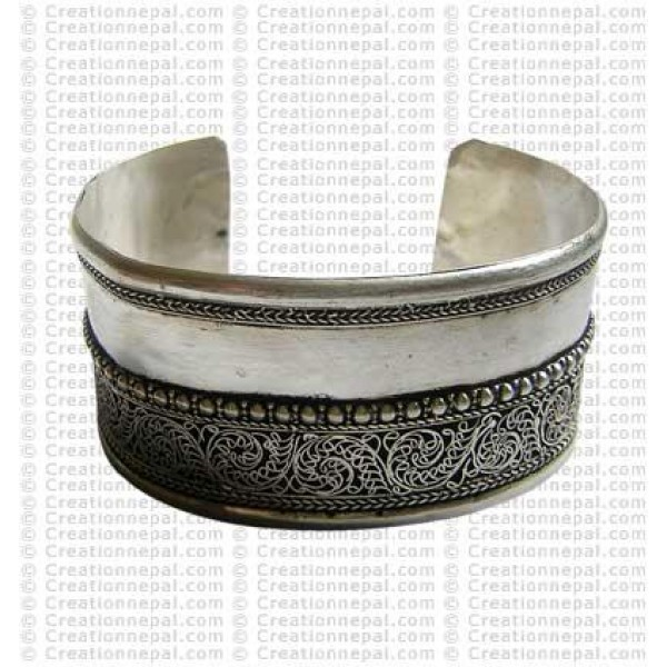 Wide design whitemetal bangle