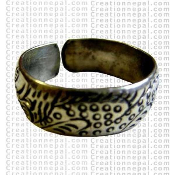 Carved finger ring