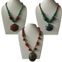 Mixed beads necklace with decorated pendent