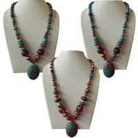 Vivid beads necklace with decorated pendent