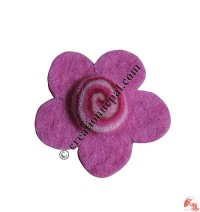 Simple flower small felt brooch