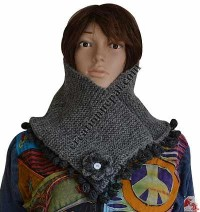 Woolen flower and balls design snood