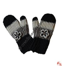 Woolen stripes and flower design mitten