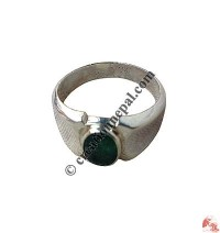 Emerald stone finger ring