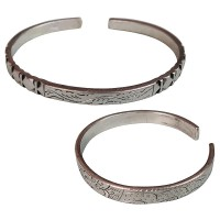 Squares and lines carved solid bangle