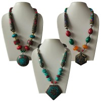 Decorated beads necklace with pendent