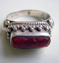 Coral stone finger ring