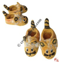 Hairy cat design baby shoes