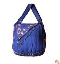 Triangular Flap shoulder bag1