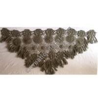 Triangle scarf with frills